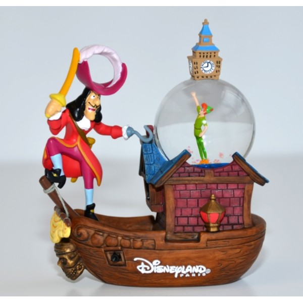 Peter Pan and Capitan Hook Snow globe