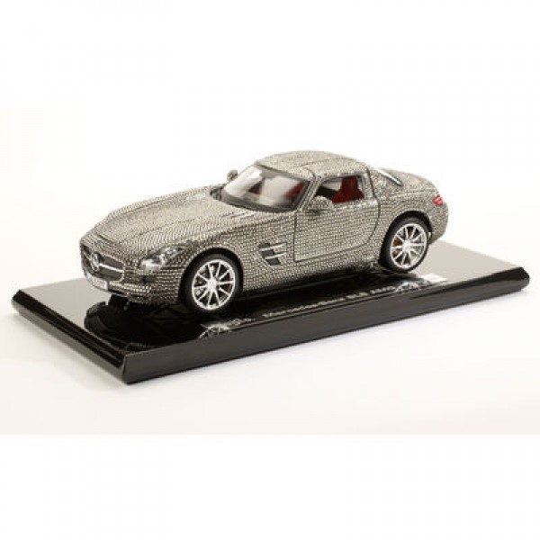 1:18 Maisto Swarovski Crystal Mercedes Benz SLS Gullwing (Limited Edition of 250)